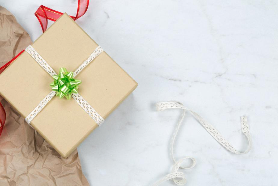 The Ultimate Gift Guide for New Parents on Your Holiday List